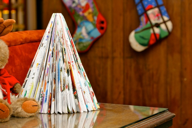 recycling paper : origami magazine christmas tree tutorial