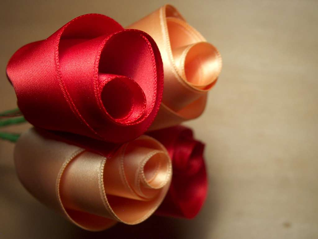 flower gifts: roses of satin ribbons tutorial