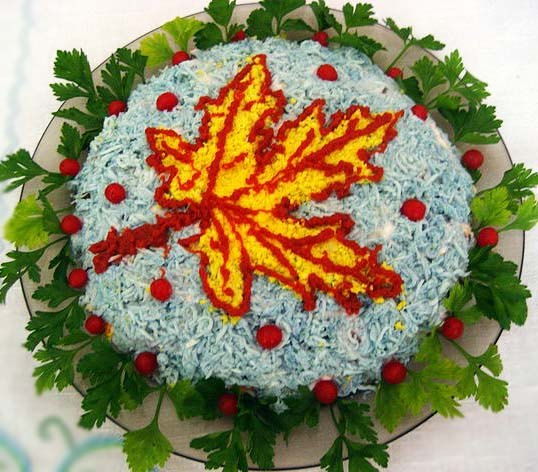 "food gifts for fall: salad ""maple leaf"""