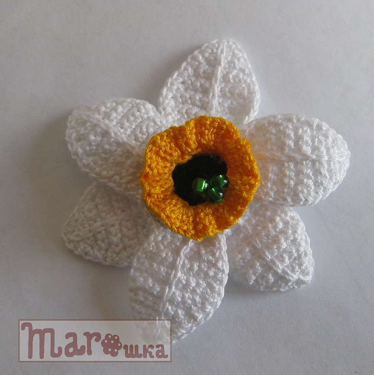 spring crafts: how to crochet daffodil brooch