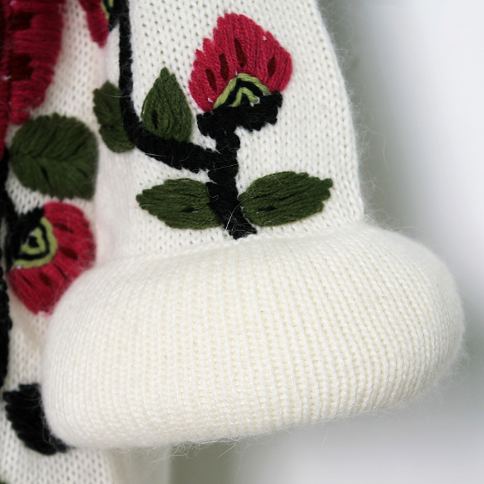 beauty embroidery on knitting jacket