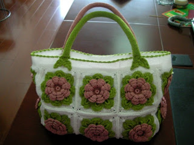 beautiful crocheted bags: scheme and lessons